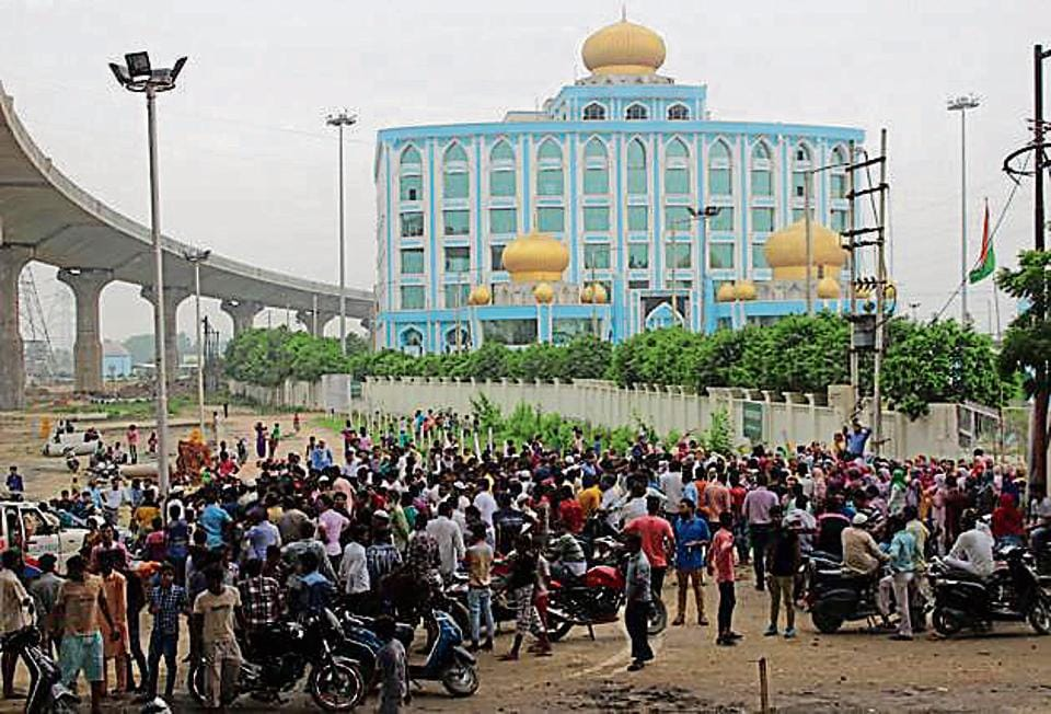 Protesters gathered outside the Haj House in Ghaziabad on Monday, demanding that it must be opened immediately. Later in the evening, the protesters turned violent and pelted stones at the police. They also blocked traffic on GT Road.