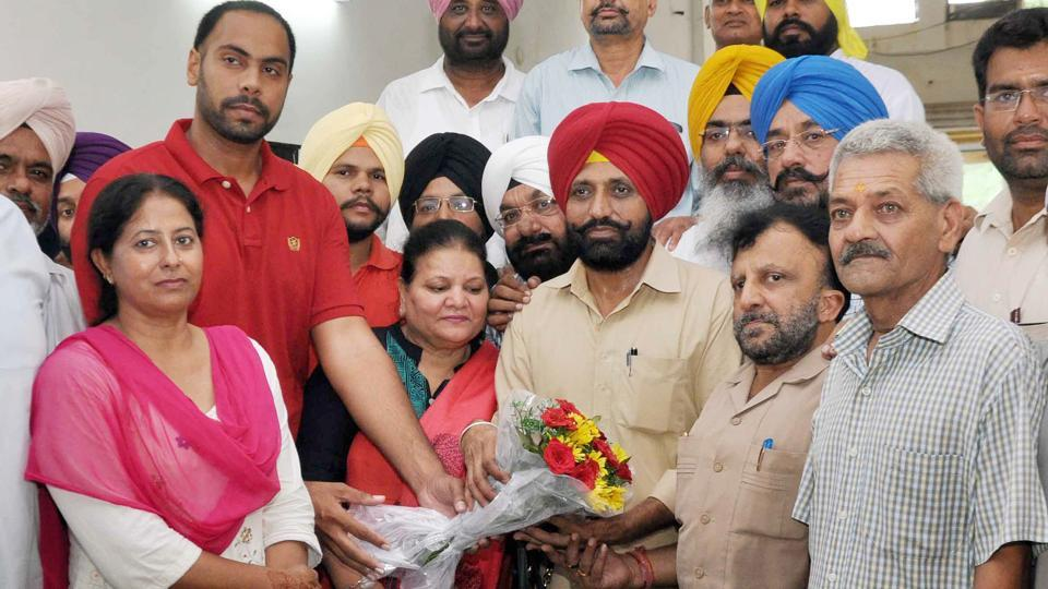Party workers felicitating Daljeet Singh Grewal (red turban)after his appointment as the Ludhiana City president of the Aam Aadmi Party in Ludhiana on Saturday evening.