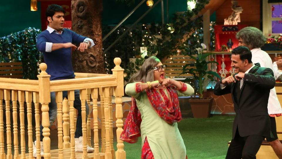 Akshay Kumar and stand-up comedian Ali Asgar during the promotion of Jolly LLB 2 on the sets of The Kapil Sharma Show.