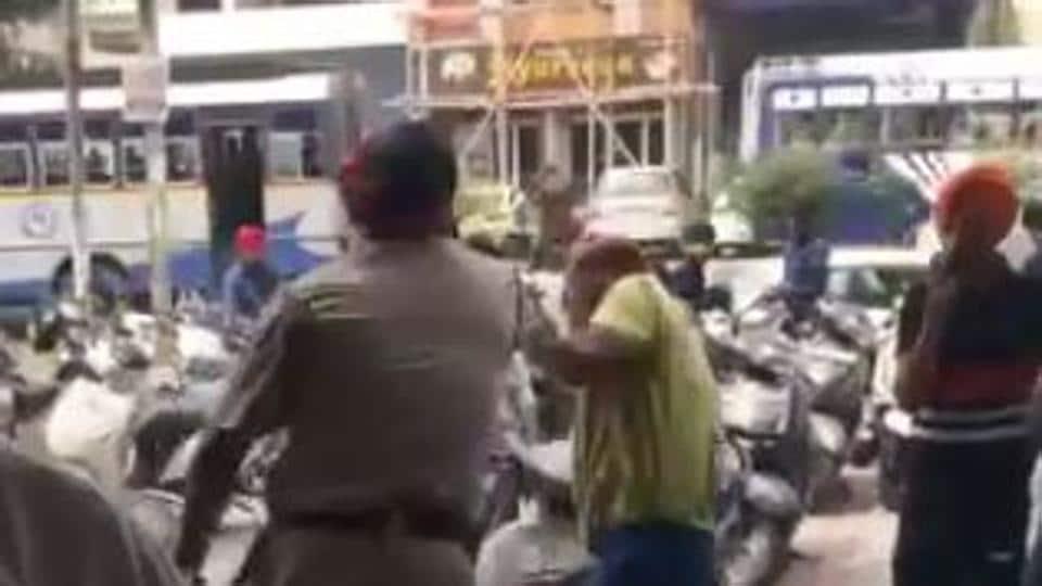 Ludhiana viral video,cop thrashes man,passport office