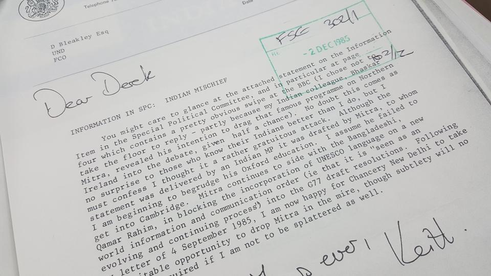 Photo of the declassified British government document  documenting the UK's anger at India's statement at a UN meeting on the new world information and communication order in 1985.