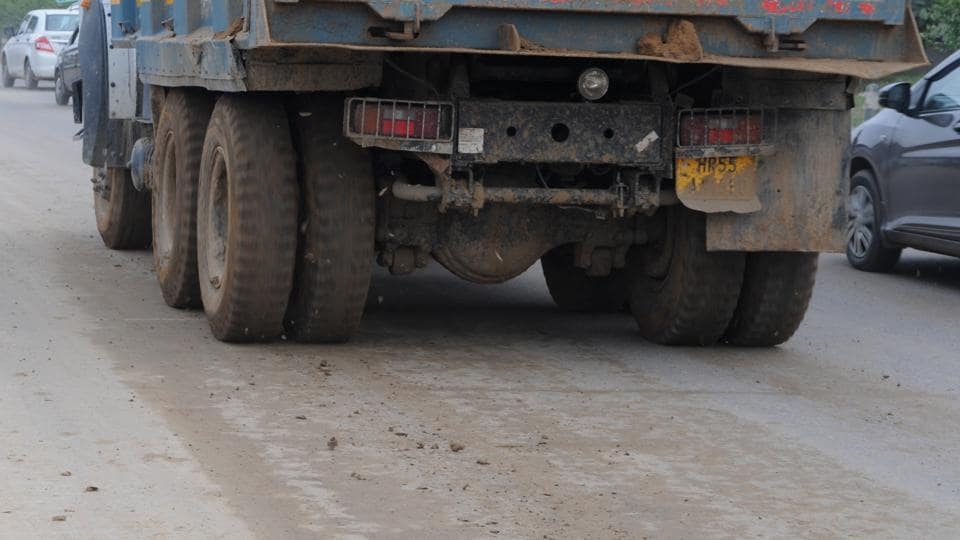 Trucks carrying material to the three sites were found to have mud on the tyres, which a violation of environment norms.