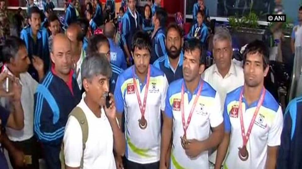 Deafolympians have demanded to be treated at par with para-athletes.