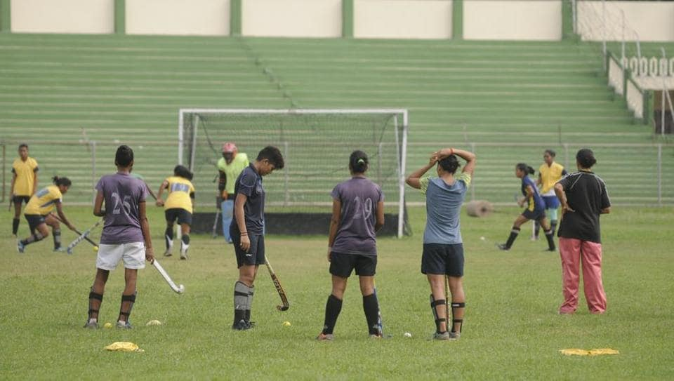 Young hockey players polishing their skills on grass instead of astroturf.
