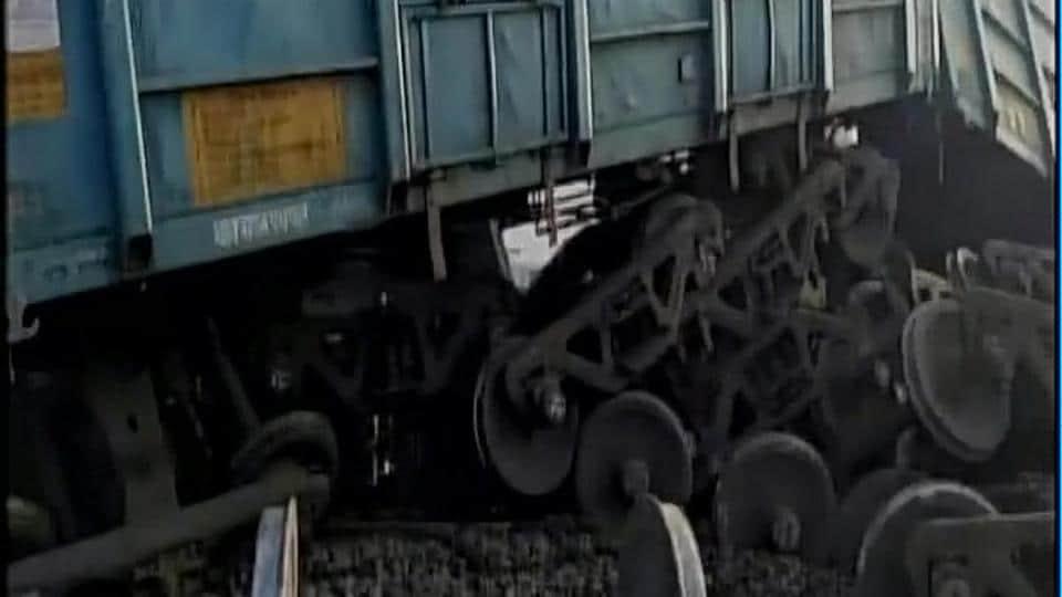 Sixteen wagons of a goods train derailed on Mughalsarai-Howrah railway line.