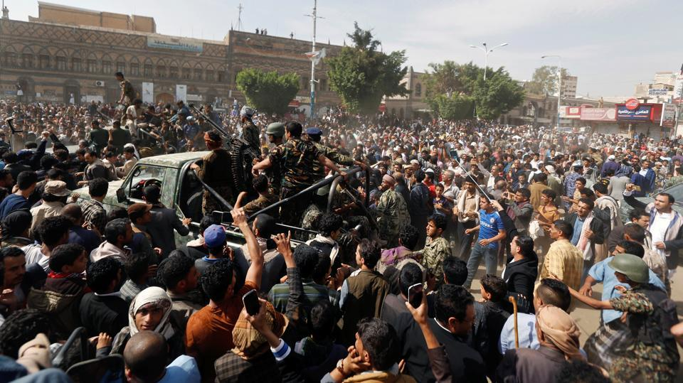 The police swiftly moved al-Maghrabi's body and moved out of the square before the crowd could get to it --a return to everyday life in the country, already embroiled in an ongoing war between its Saudi-backed government and Houthi rebels. (Khaled Abdullah / REUTERS)