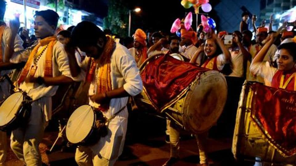The PMC has decided to hold the mega event of playing dhol tasha at SP College ground during the Ganesh festival.
