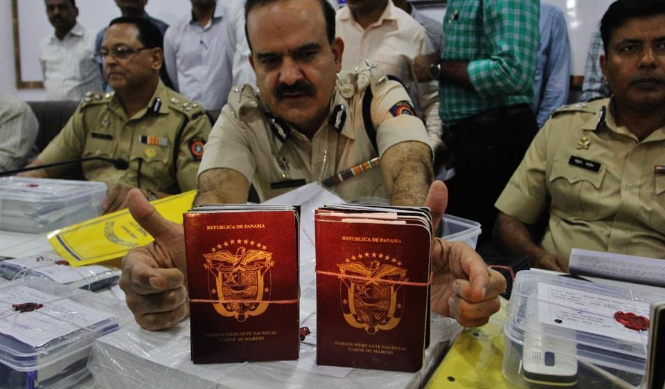 Thane police displays the fake CDCs they recovered from the accused.