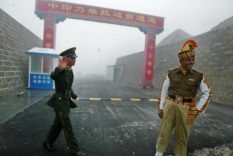 File photo from July 2008 shows a Chinese soldier (left) next to an Indian soldier at Nathu La border crossing in India's northeastern Sikkim state.
