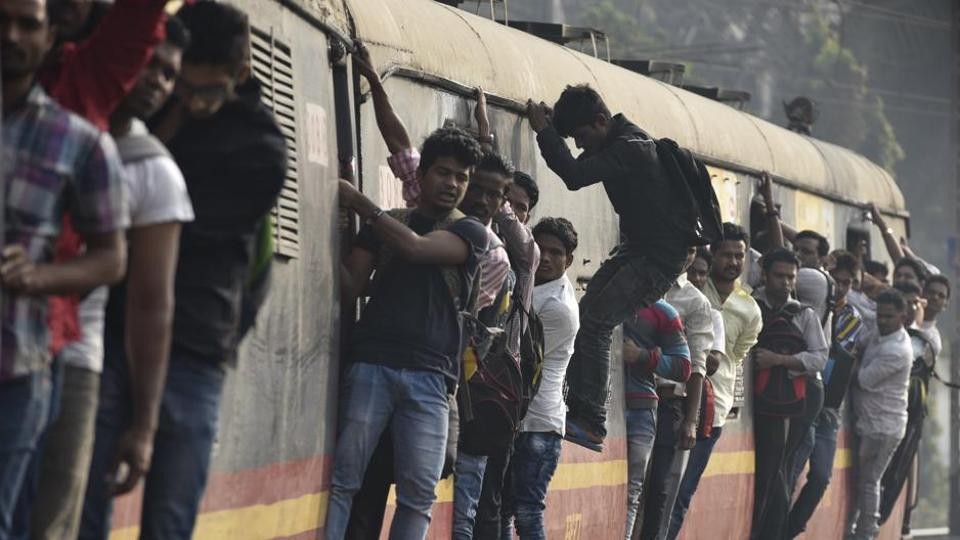 Police have advised commuters not to stand on the footboard as thieves who travel on the rooftops will hit their hand with a stick so their phone falls on the tracks and is picked up later.