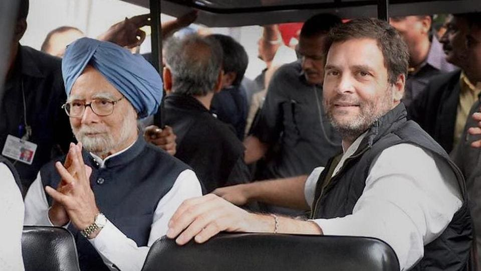 A file photo of former prime minister Manmohan Singh and Congress vice president Rahul Gandhi.