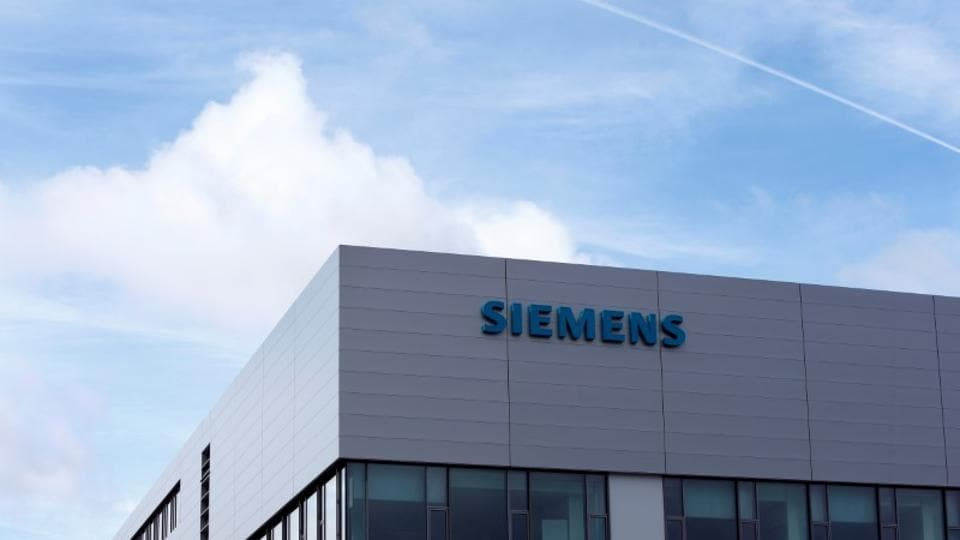 The new tightening came in response to the delivery of Siemens' gas turbines to Crimea in violation of EU sanctions, which bar doing business there since Russia's annexation of the peninsula from Ukraine.