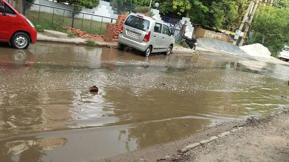 Overflowing sewage has flooded the internal roads in the industrial development colony, causing a hassle for over 150 industrialists.