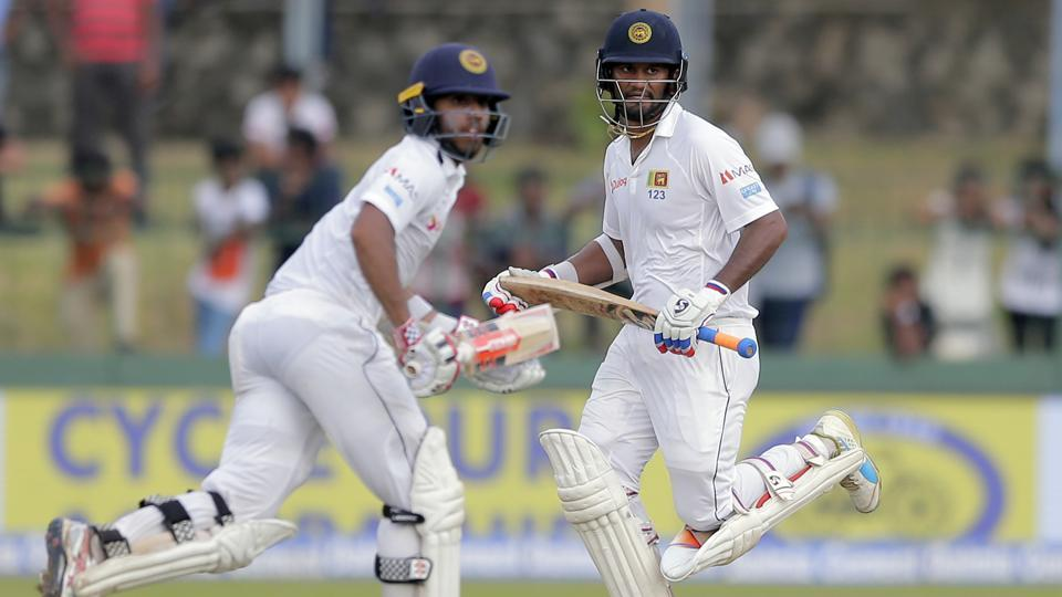 Dimuth Karunaratne (R) and Kusal Mendis provided hope for Sri Lanka after their 191-run stand against India on Day 3 of the second Test at Colombo. (AP)