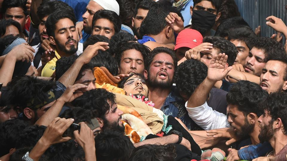 Kashmiri villagers carry the body of suspected rebel Arif Lelhari during his funeral in the Lelhar village of Pulwama on August 1. Forces killed top militant commander Abu Dujana and Lelhari in an operation in Pulwama.