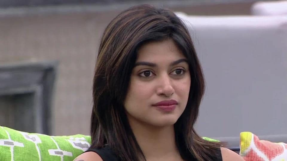 Oviya's fans are campaigning for her on social media.