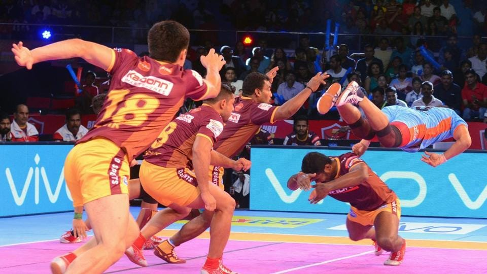 Bengal Warriors trounced UP Yoddha 40-20 in the Pro Kabaddi League on Sunday.