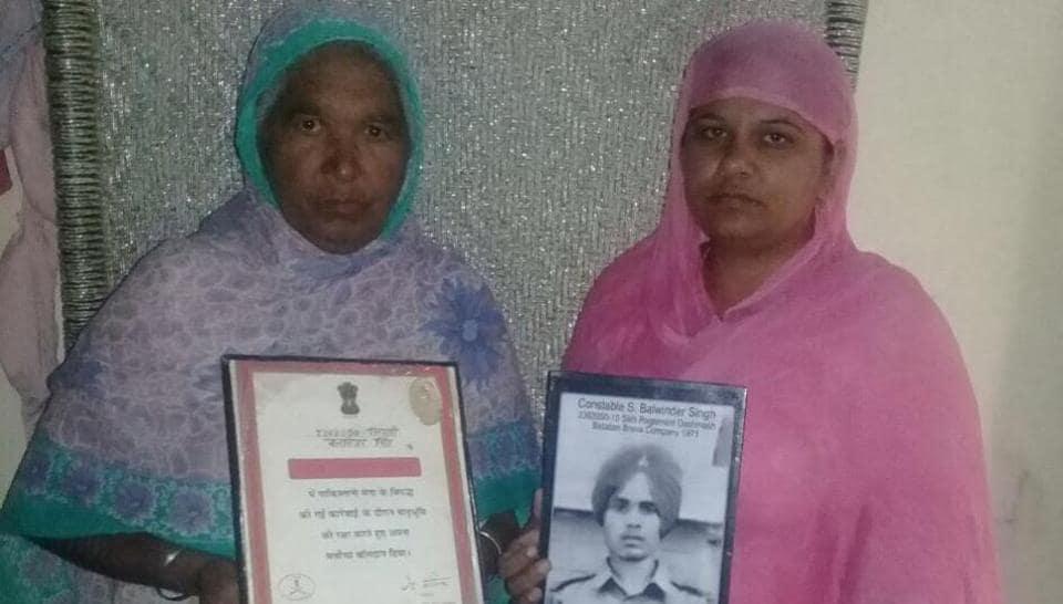 1971 Indo-Pak war prisoner's daughter Baljinder Kaur (right) with her mother Harbans Kaur.