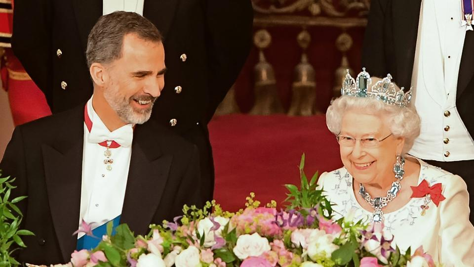 Britain's Queen Elizabeth II (R) and Spanish King Felipe VI chat during a State Banquet at Buckingham Palace in central London on July 12, 2017. During his visit,  King Felipe VI had called for a deal on the status of Gibraltar that would be