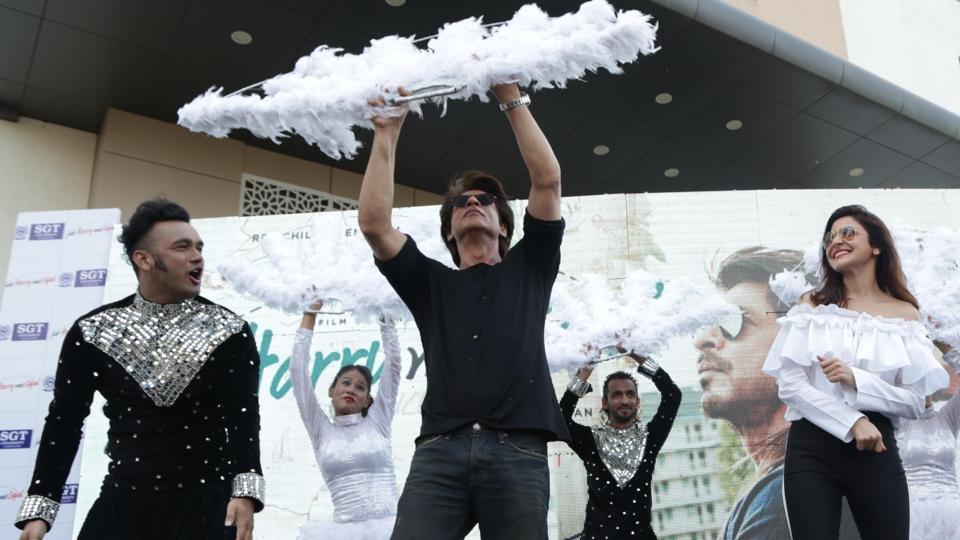 Anushka Sharma and Shah Rukh Khan at a Gurugram University to promote Jab Harry Met Sejal.