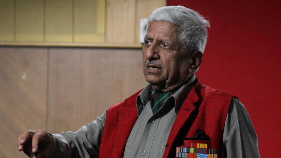 Major General (Retd) R K Kaushal speaking about possibilities of violence-free Kashmir at Patrakar Bhavan in Pune.