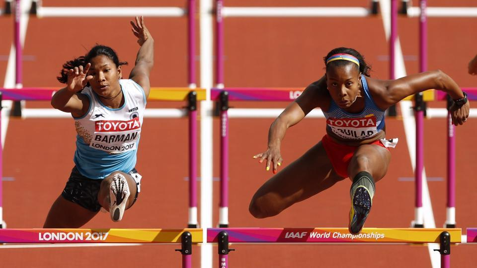 Swapna Barman of India and Evelis Aguilar of Colombia in action. (John Sibley / REUTERS)