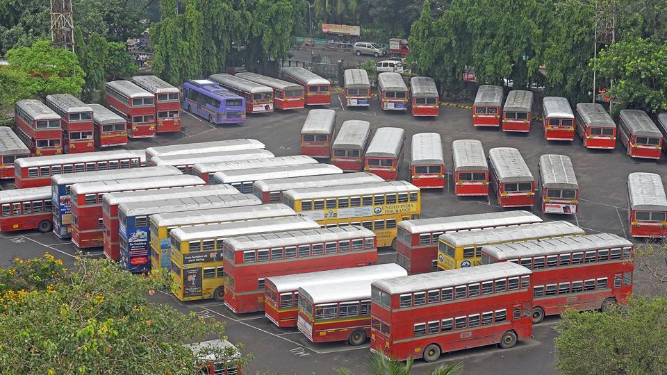 There was chaos on Monday as 3,700 Brihanmumbai Electric Supply and Transport (BEST) Undertaking buses went off the roads, leading to over crowded local trains, more refusals by autos, black and yellow cabs and over pricing by app-based cabs.  (Pratik Chorge/HT Photo)