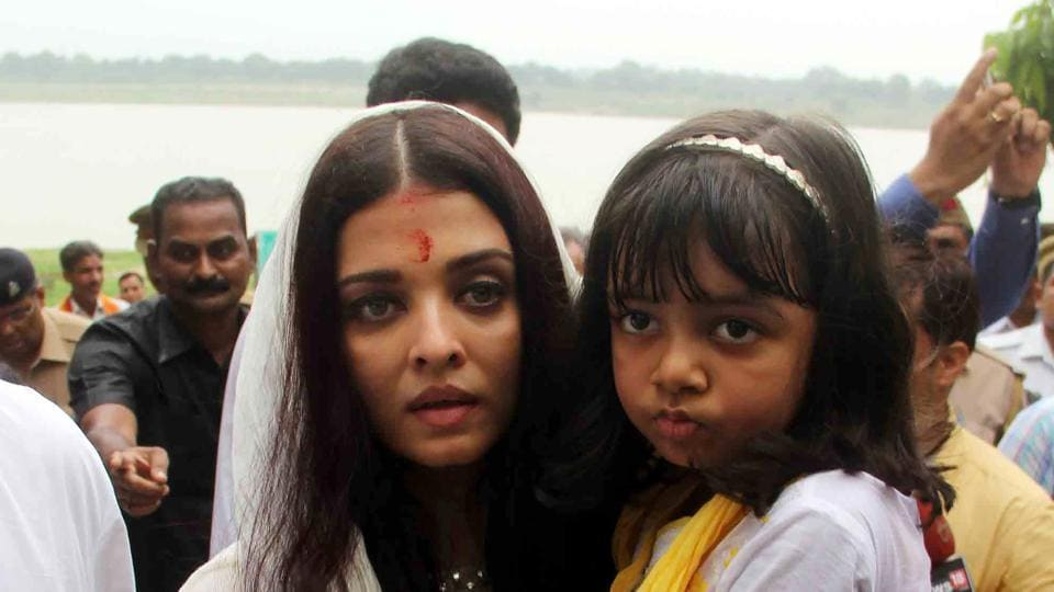 Aishwarya Rai Bachchan carries her daughter Aaradhya after immersing the ashes of her father Krishnaraj Rai in the river Ganga at Sangam, in Allahabad.