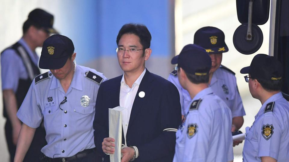Lee Jae-Yong, the vice chairman of Samsung Electronics, is escorted by prison guards as he arrives at the Seoul Central District Court in Seoul on August 2, 2017.