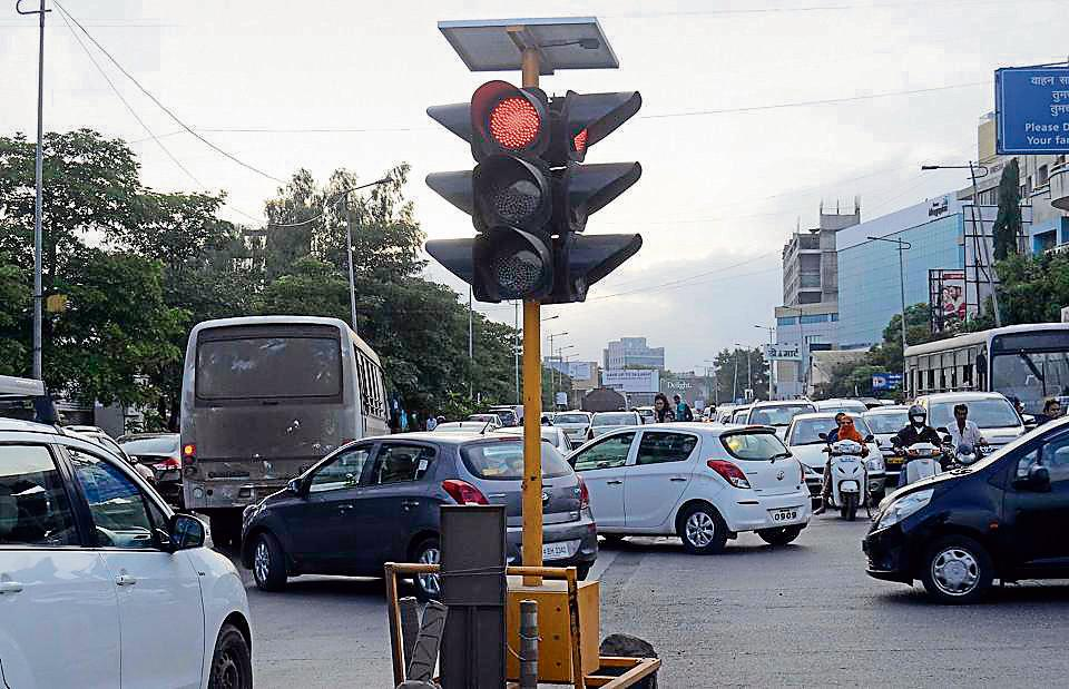 The portable traffic signal installed on Baner Road near Syngenta corner to control traffic.