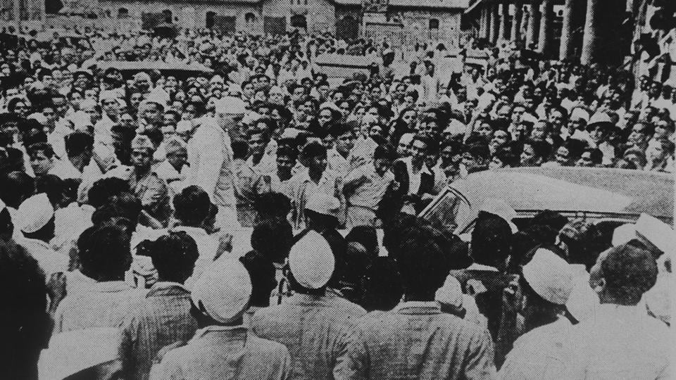 But the movement crumbled because of a lack of co-ordination among its leaders. Most businessmen were reaping profits because of the second World War and were not in favour of the Quit India movement. Politically, the Muslim League, the then banned Communist Party of India and the Hindu Mahasabha were also opposed to the movement. Meanwhile, the support of the younger generations was concentrated around Subhash Chandra Bose who was spending his time in exile. (HT Photo)