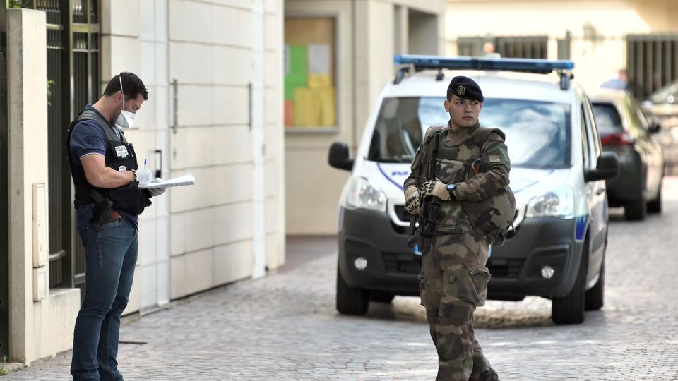 France,Soldiers attacked Paris,Paris car attack