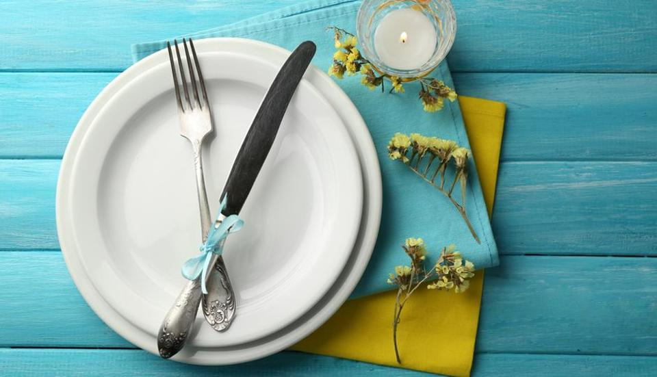 Avoid use of abrasive cloth for drying cutlery and apply white vinegar to maintain lustre.