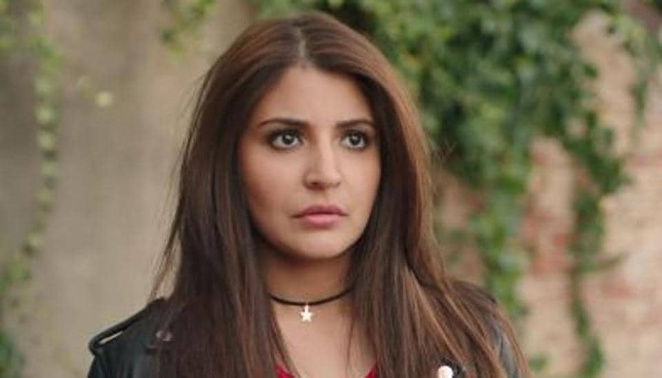 Anushka Sharma In Jab Harry Met Sejal With Chokers And