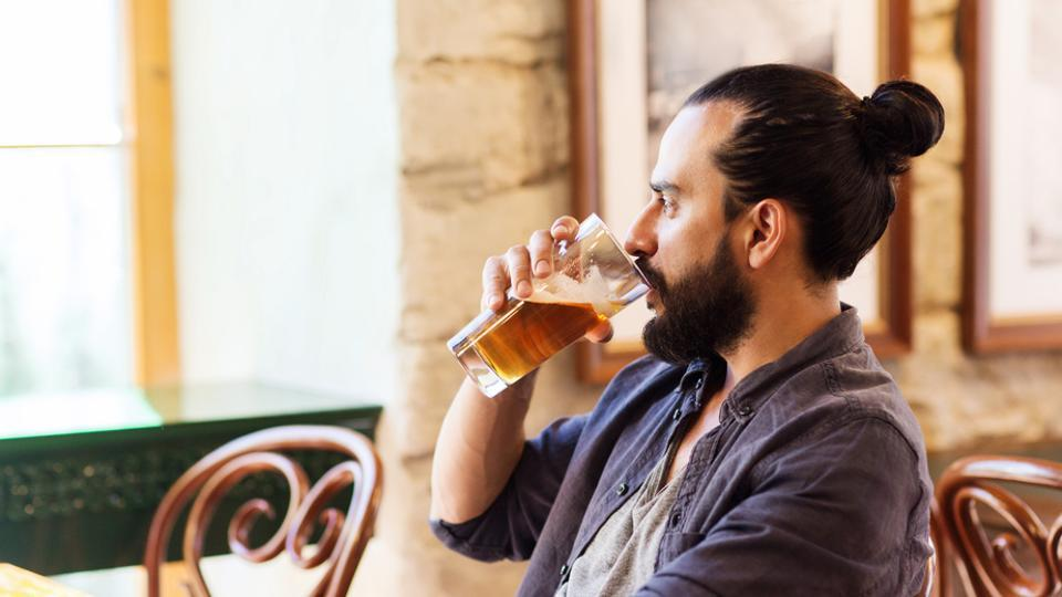 A study found that people performed better in a range of creative tasks after drinking moderate amount of alcohol.