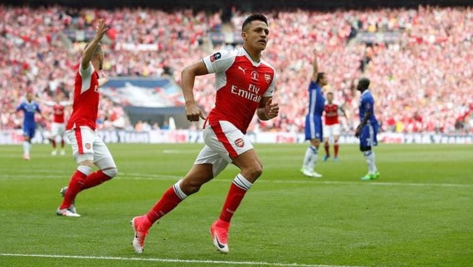 Arsenal's Alexis Sanchez will be out for two Premier League matches due to abdominal strain.