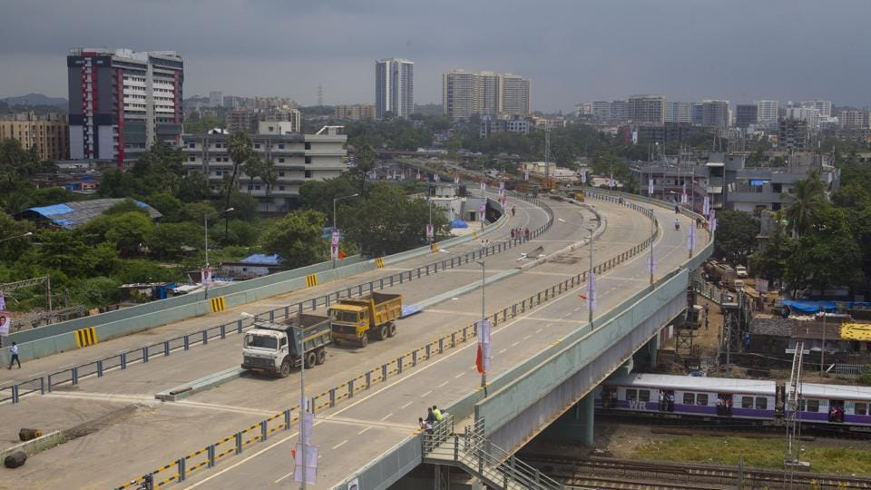 The present Jogeshwari RoB connects the Western Expressway to the Jogeshwari-Vikhroli Link Road junction on the eastern side.