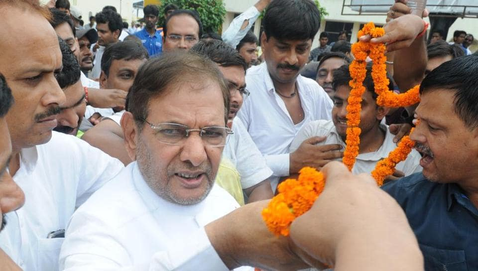 JD (U) leader Sharad Yadav being received at the Patna airport in Patna, on Thursday.