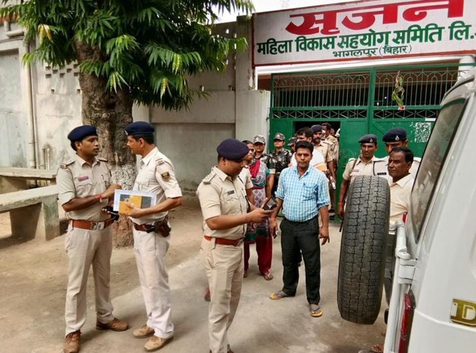 A police team at the Srijan Mahila Sahyog Samiti office, Bhagalpur (Bihar).