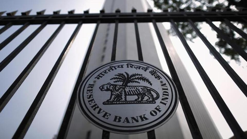 The Reserve Bank of India (RBI) seal is pictured on a gate outside the RBI headquarters in Mumbai October 29, 2013.