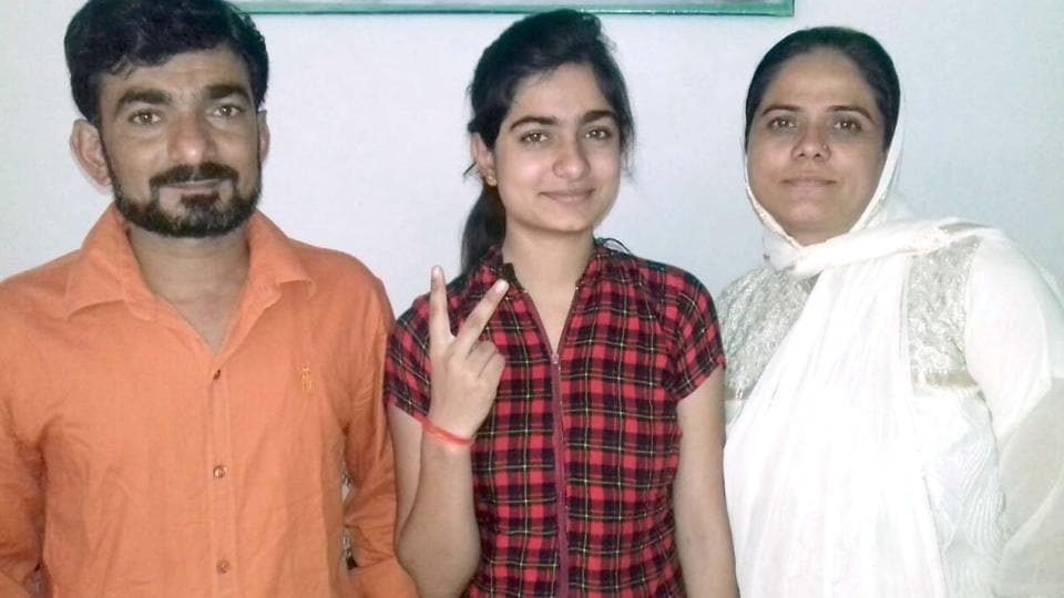 Aafreen Chhipa with her parents. Her mother is a schoolteacher and father owns a cloth shop in Bhilwara.