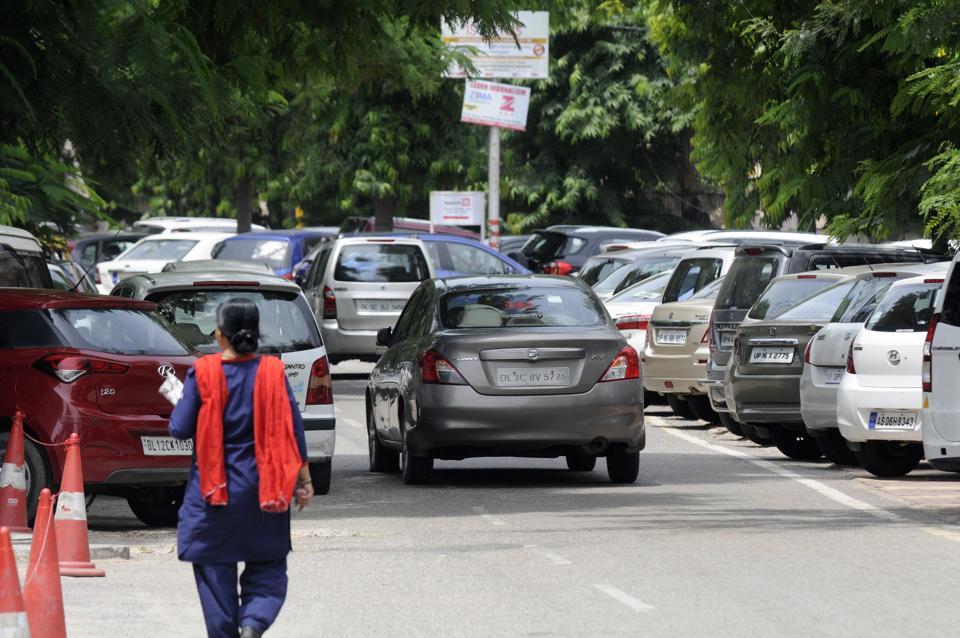 Illegal parking,Noida news,Noida