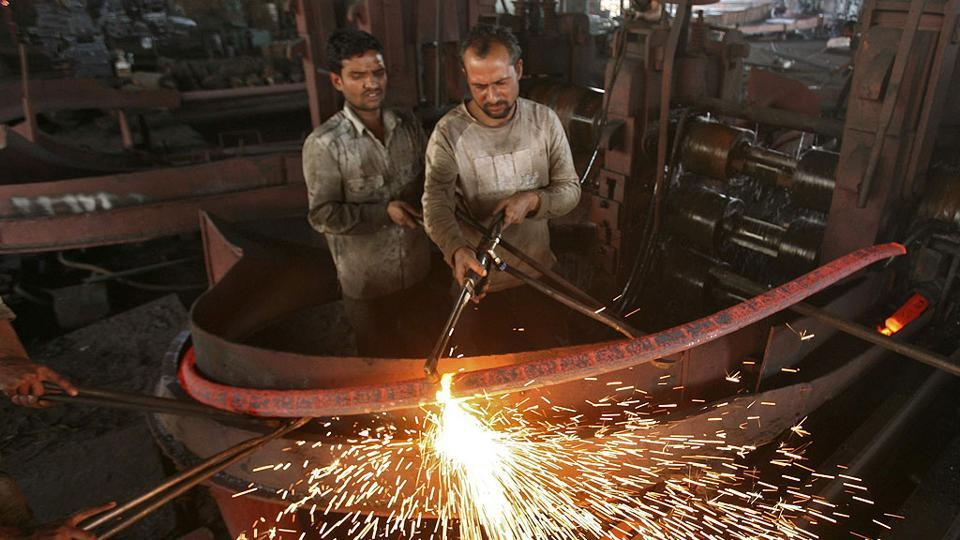 The factory output declined by (-)0.1 per cent during June.