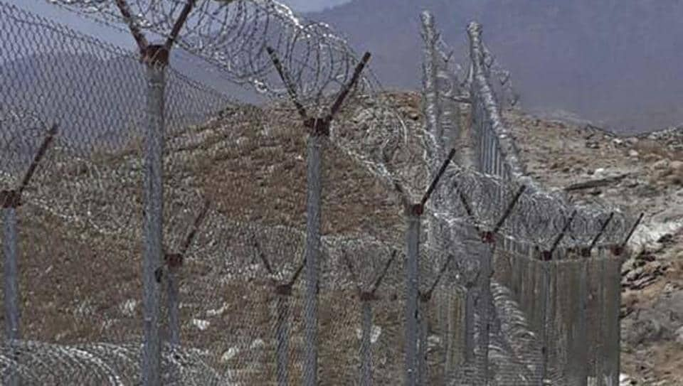 Pakistani authorities build fence along its border with neighbouring Afghanistan in northern Pakistan.