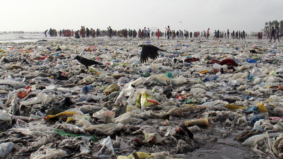 According to the BMC, 40 labourers manually pick up trash from the Juhu beach twice a day after high tides.