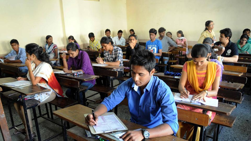Out of 1,30, 741 candidates who appeared in the BSEB intermediate compartmental examination, 93,295 passed, which is a pass percentage of 71.36%.