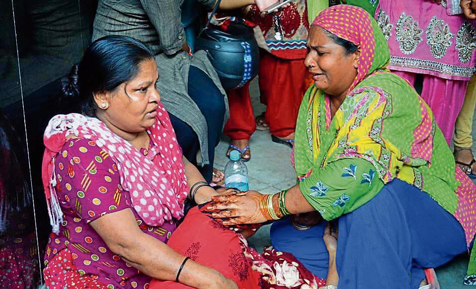 sewer death,east delhi tragedy,delhi news