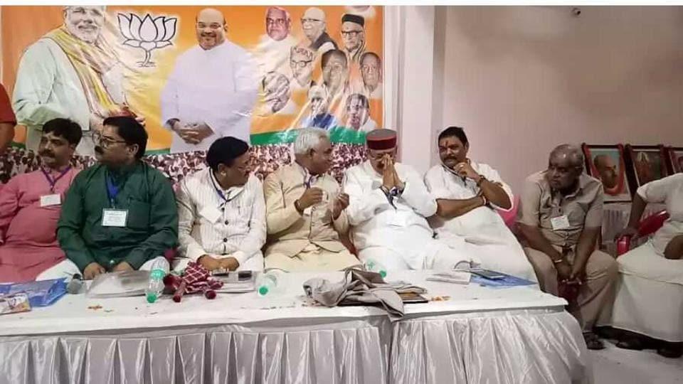 Urban development minister Madan Kaushik speaks with tourism minister Satpal Maharaj at a BJP meeting in Ranipur on Sunday.