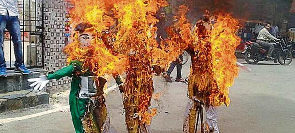 The effigies of first Prime Minister Jawaharlal Nehru and Pakistan's founder Mohammad Ali Jinnah on fire in Lucknow on Sunday.