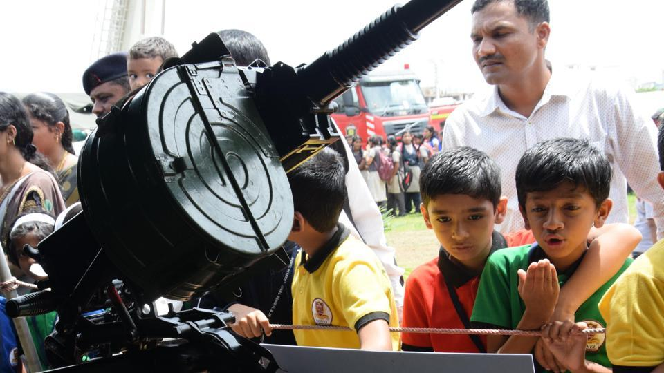 Two kids exclaim in awe after seeing some of Indian army's most complicated ammunition at the  'Know Your Army' exhibition. (HT PHOTO)